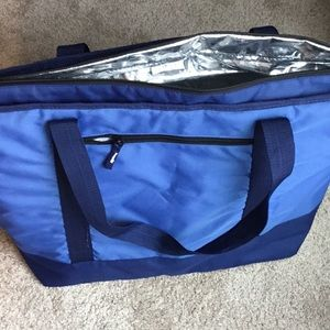 Insulated tote in royal blue